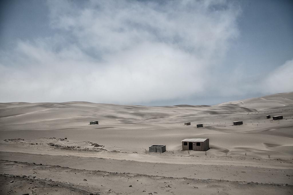 viviendas en el desierto peruano