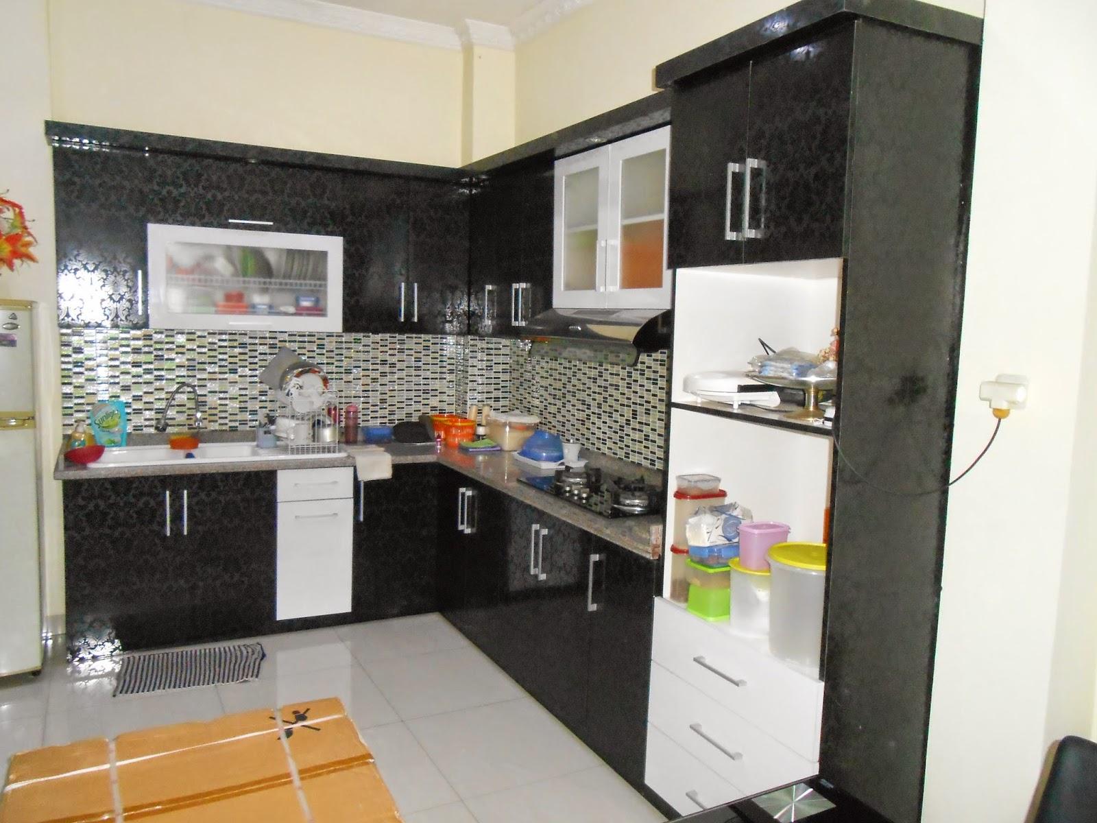Bila Ingin Memanfaatkan Sedikit Ruang Kosong Pastikan Memilih Lemari Dengan Rak Tersusun Agar Muat Banyak Makanan Adanya Kitchen Set Dapur Kecil Murah