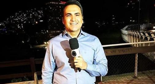 Repórter alagoano, Dennes Queiroz  é atropelado e quebra a perna durante jornal