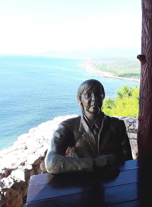Une statue de Paul McCartney à Santiago de Cuba