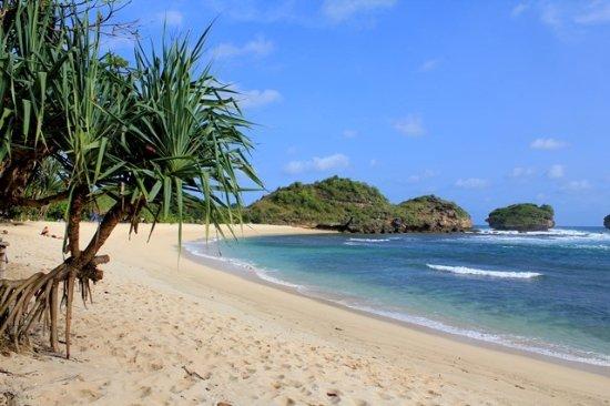 pantai Watu Karung