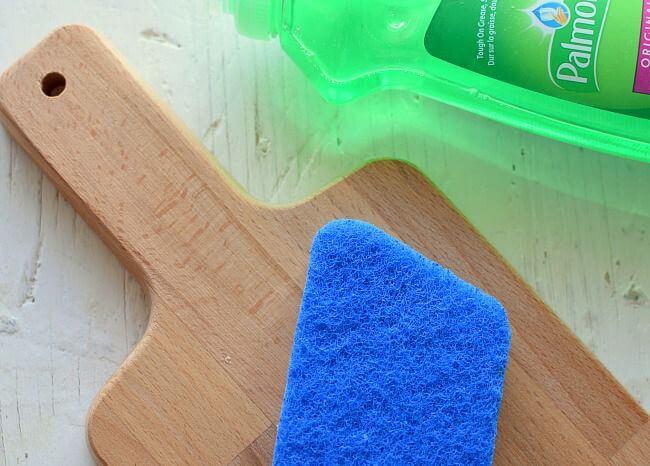 Cómo limpiar las tablas para picar {de madera}, lavarlas y secarlas inmediatamente después de su uso