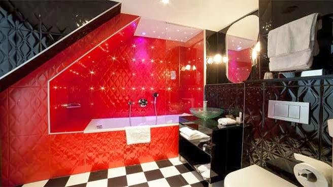 baño rojo y negro