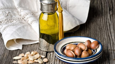 Pure argan oil has a specific smell, which can be felt with opening the bottle, and during application to the skin, quickly evaporates and disappears. Fake argan oil has unpleasant odor with no affection after application to the skin.