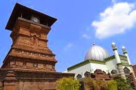Gambar Masjid dan Menara Kudus