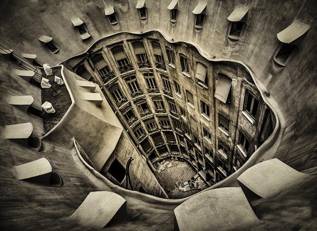 天才か狂人か?サグラダ・ファミリアの建築家ガウディとは?【ar】  カサ・ミラ