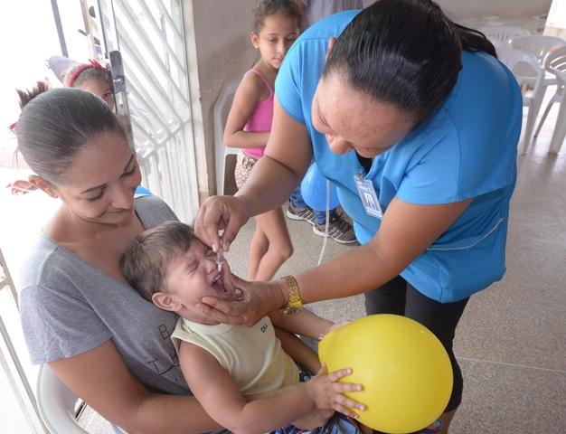 """Em Barreiras mais de duas mil crianças se imunizaram contra Poliomielite e Sarampo no Dia """"D"""" da Campanha Nacional de Vacinação"""