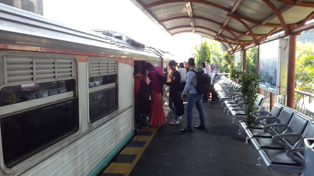 Naik Kereta Api Prameks Dari Stasiun Maguwo