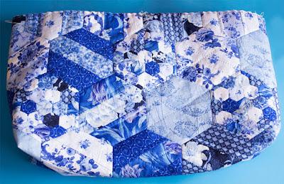 Bolso de hexágonos de tela. Patchwork, costura