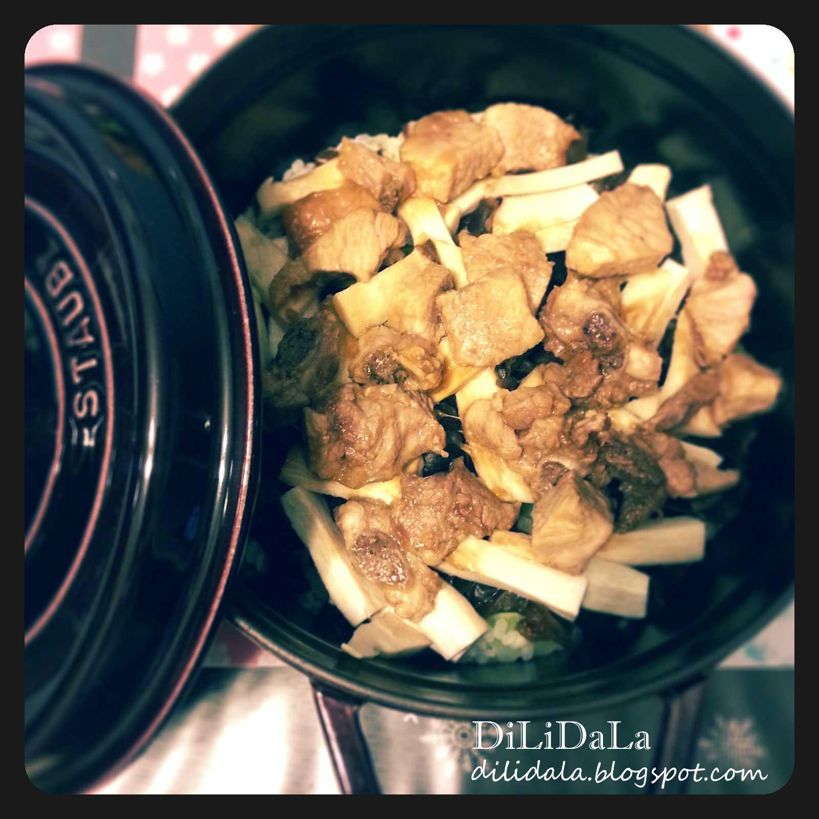 Di Li Da La: 黑木耳排骨雞脾菇煲仔飯