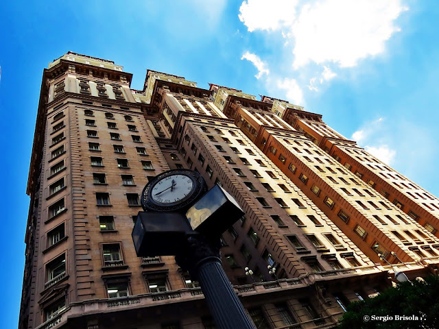 Foto composição com o Relógio De Nichile e Edifício Martinelli - Centro - São Paulo