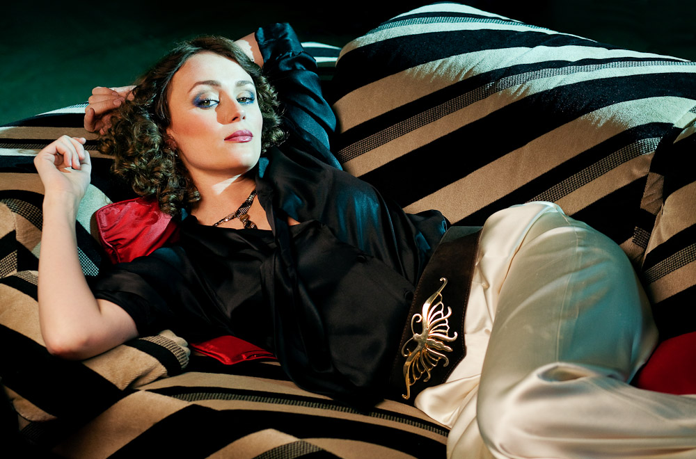 so it goes ideal woman keeley hawes. Black Bedroom Furniture Sets. Home Design Ideas