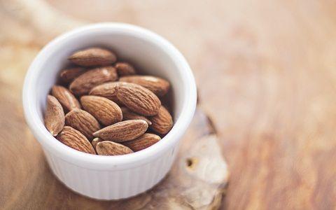 Kacang almond mengandung asam lemak untuk otak bayi