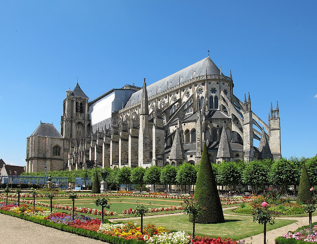 Bourges Cathedral with flying buttresses (1195–1230)