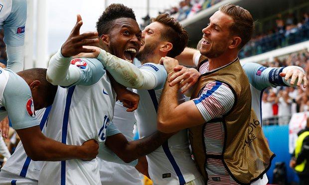 Em duelo britânico, Inglaterra vira no último lance contra o País de Gales