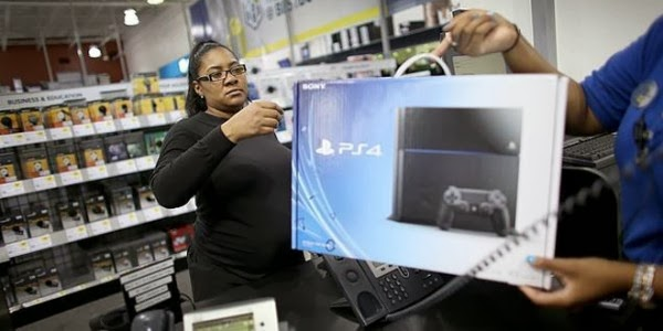 PlayStation 4 vuelve a estar disponible en tiendas