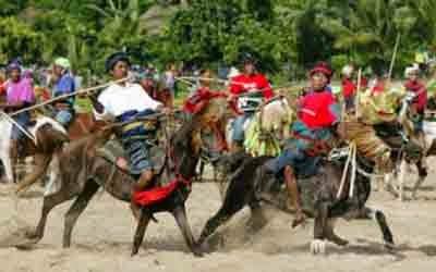Mengenal Kebudayaan Paling Ekstrim Di Indonesia MENGENAL KEBUDAYAAN PALING EKSTRIM DI INDONESIA