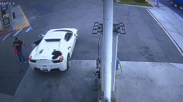 Se robó un Ferrari y lo detuvieron poniendo gasolina