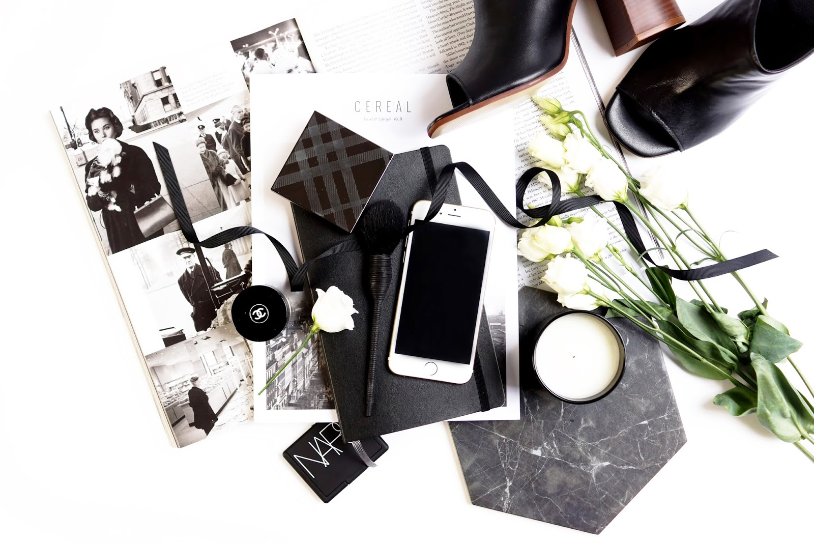 barely-there-beauty-style-lifestyle-flatlay-photography-digital-detox-tips