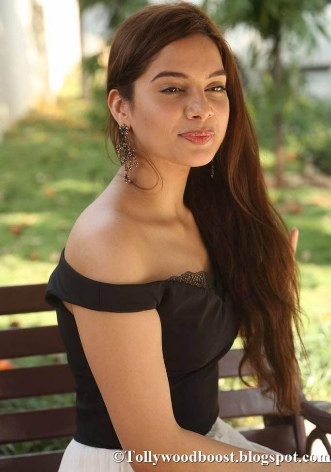 Telugu Girl Tanya Hope Stills At New Film Audio Launch