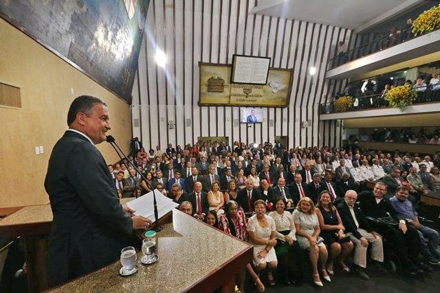 Reeleito, Rui Costa toma posse como governador da Bahia