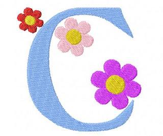 Alfabeto Bordado Celeste con Flores.