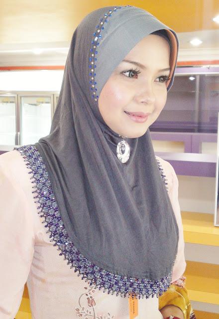 Model Jilbab Segi Empat Untuk Ibu-Ibu Muda