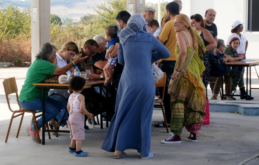 «Ένα μεγάλο ευχαριστώ στους Τρικαλινούς» από οικογένεια προσφύγων