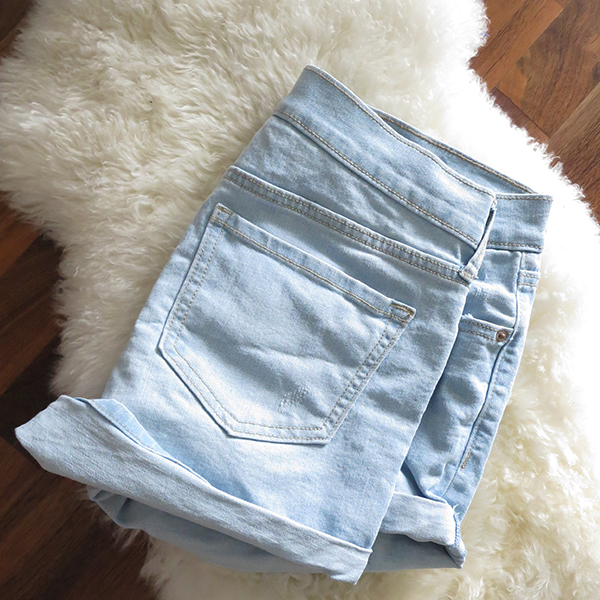 Old Navy boyfriend distressed denim shorts in light blue with a cuffed hem and 3.5