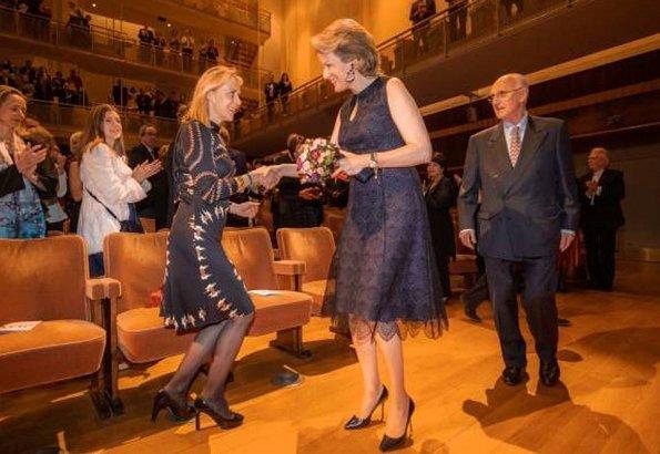 Queen Mathilde wore a navy blue lace zipper bridesmaid sleeveless midi dress