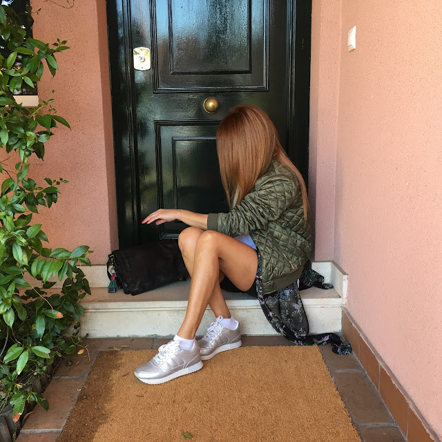 Street Style, Carmen Hummer, tshirt, sunglasses, MrBoho, sneakers, bomber, bag, vintage, outfittheday, looktheday, fashion style