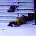 (Video) Leka Dengan Telefon, Wanita Terjatuh Dari Tangga