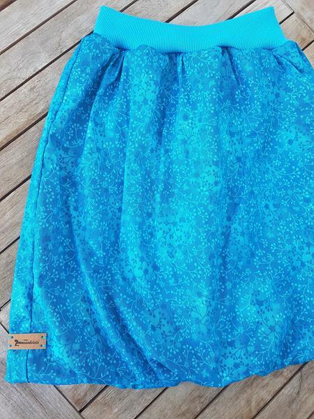 gefütterter Ballonrock in blau mit Blumen