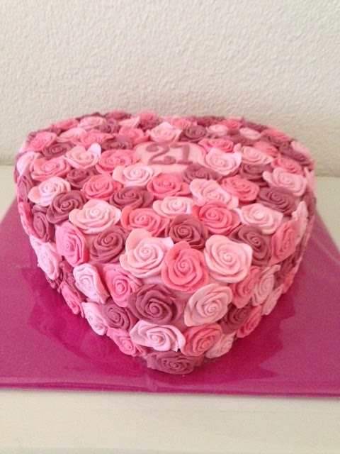 Bekend Friedepiece of Cake: Rozentaart voor de liefste Tes YT74