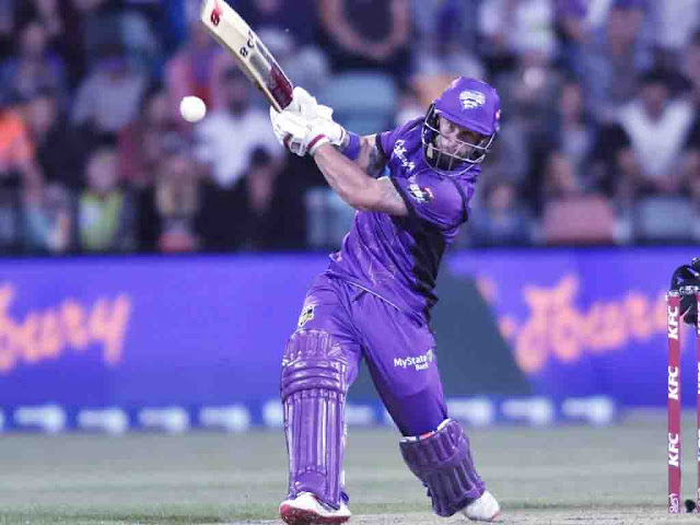 Big Bash League, Game 11: Hobart Hurricanes defeated Sydney Thunder by 7 wickets