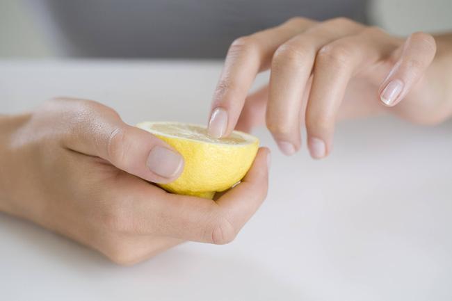 tẩy móng tay