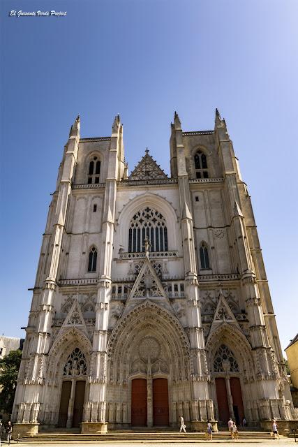 Fachada principal Catedral de Nantes por El Guisante Verde Project