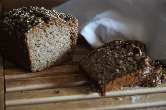 https://cuillereetsaladier.blogspot.com/2017/05/rhubarb-bread.html