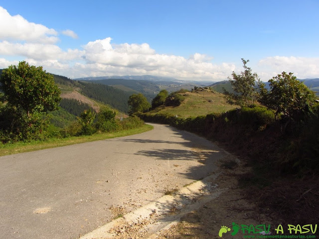 Cruce con la carretera del cementerio de El Puelo