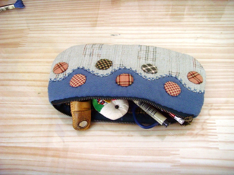 DIY Sewing Photo Tutorial for Quilted Cosmetic Bag or Toiletry Case.
