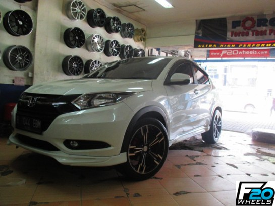 Modifikasi Honda HRV Putih Velg 19 M6