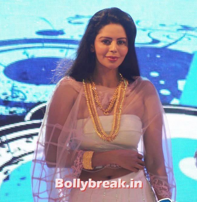 Bhairavi Goswami, Yuvika Choudhary at Femina Sparkle Fest 2014 Fashion Show
