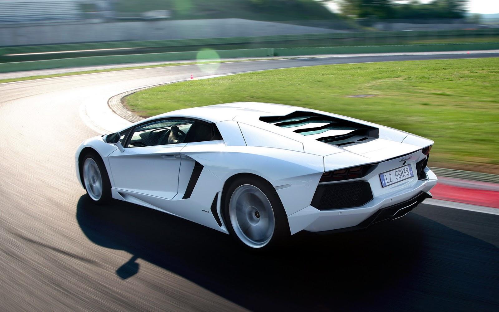 White Lamborghini Aventador LP700-4 | Hocamagong Wiaomheder