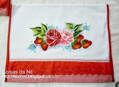 pano de copa com pintura de morango e rosas
