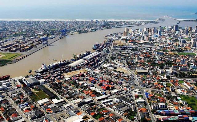 Vista aérea de Itajaí e Navegantes