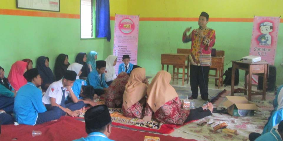 Pelukan Orang Tua Sadarkan Siswa/i SMP Al-Ittihad Mojowarno