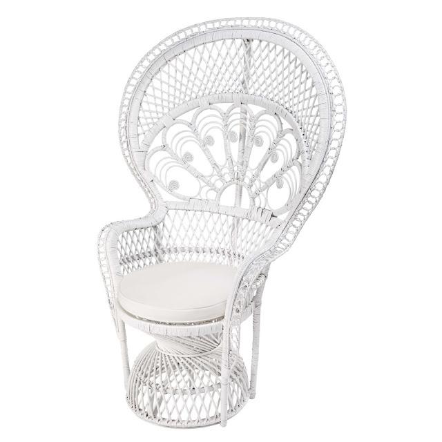 le fauteuil en rotin d 39 emmanuelle caract rielle. Black Bedroom Furniture Sets. Home Design Ideas