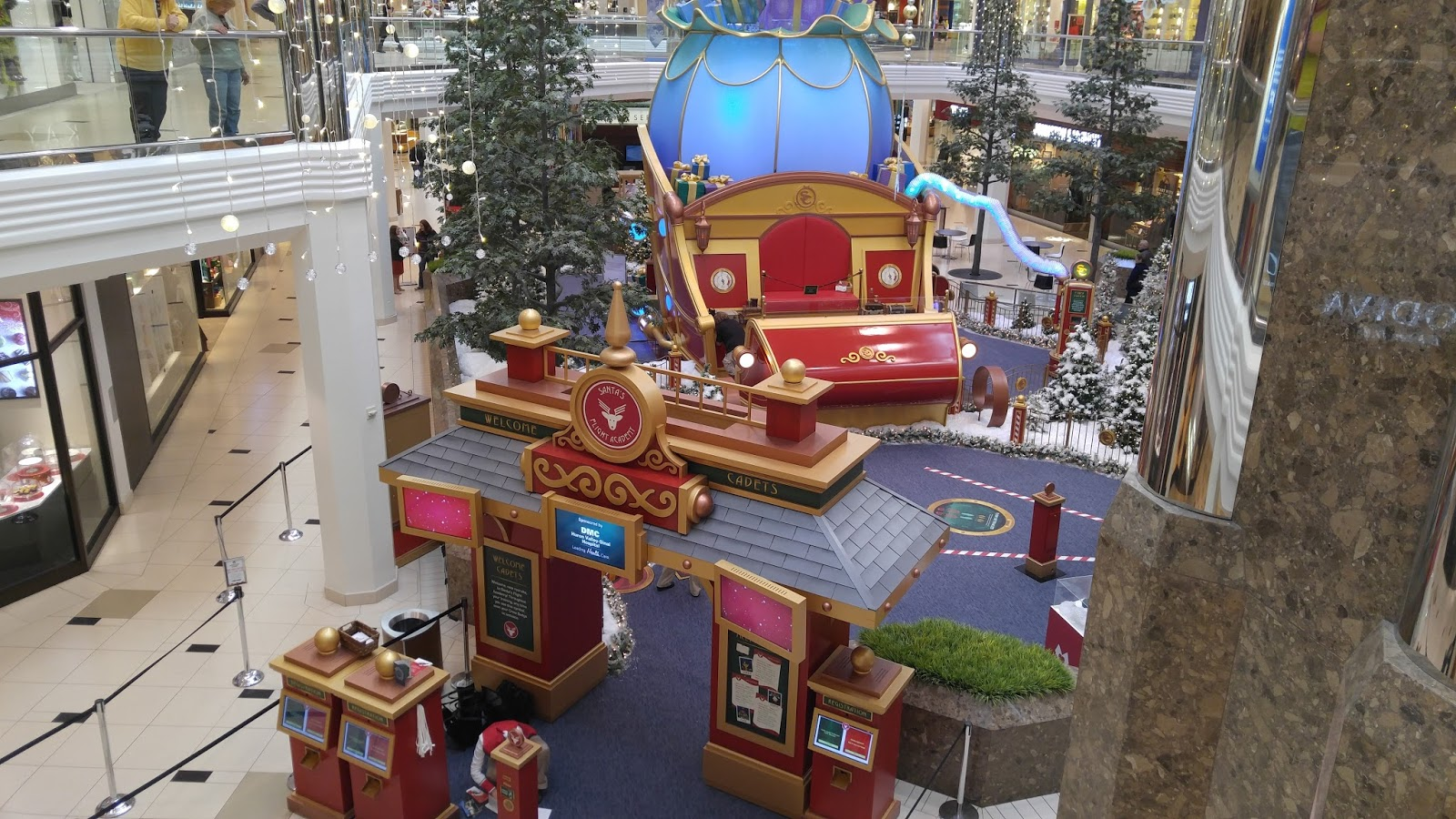Metro Detroit Mommy Christmas Shopping at Twelve Oaks giveaway
