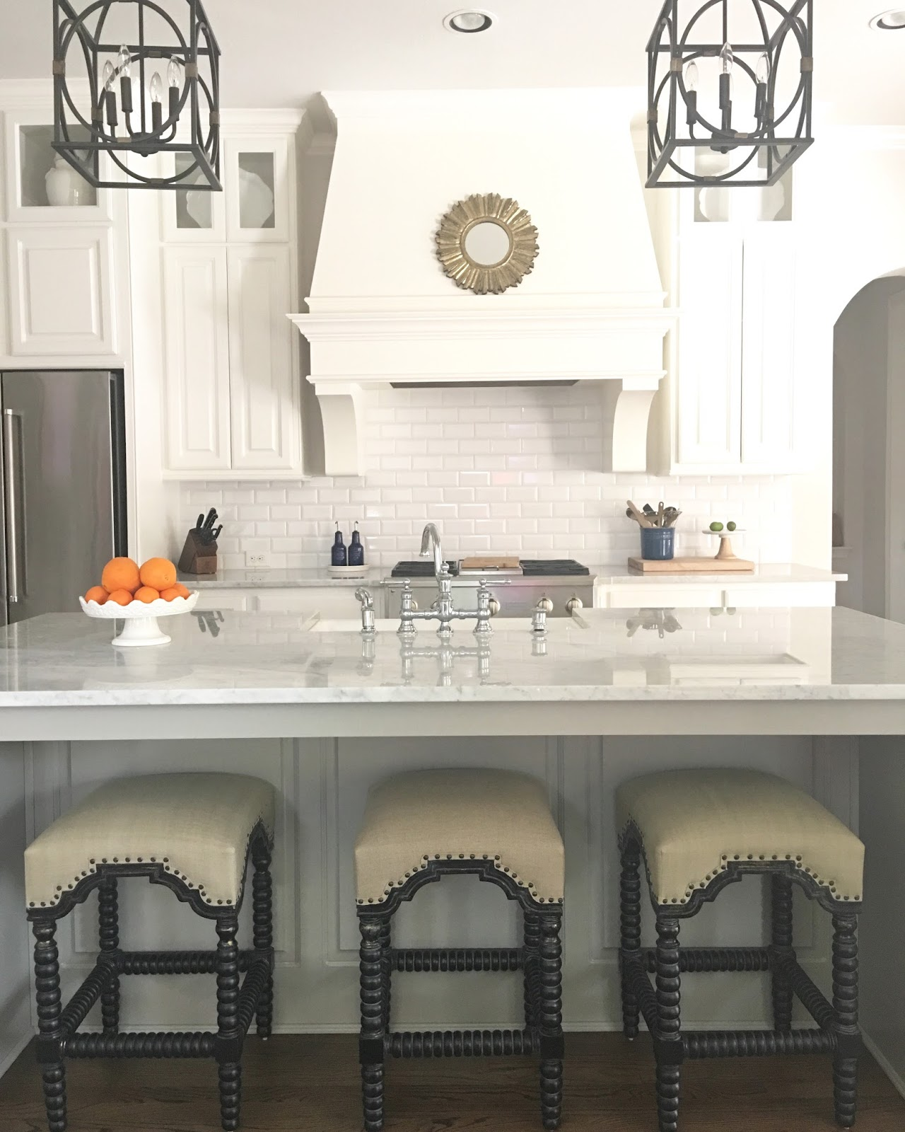 Nice I finally styled my glass kitchen cabinets in a matter of hours Now I um scratching my head wondering why I didn ut do this last year