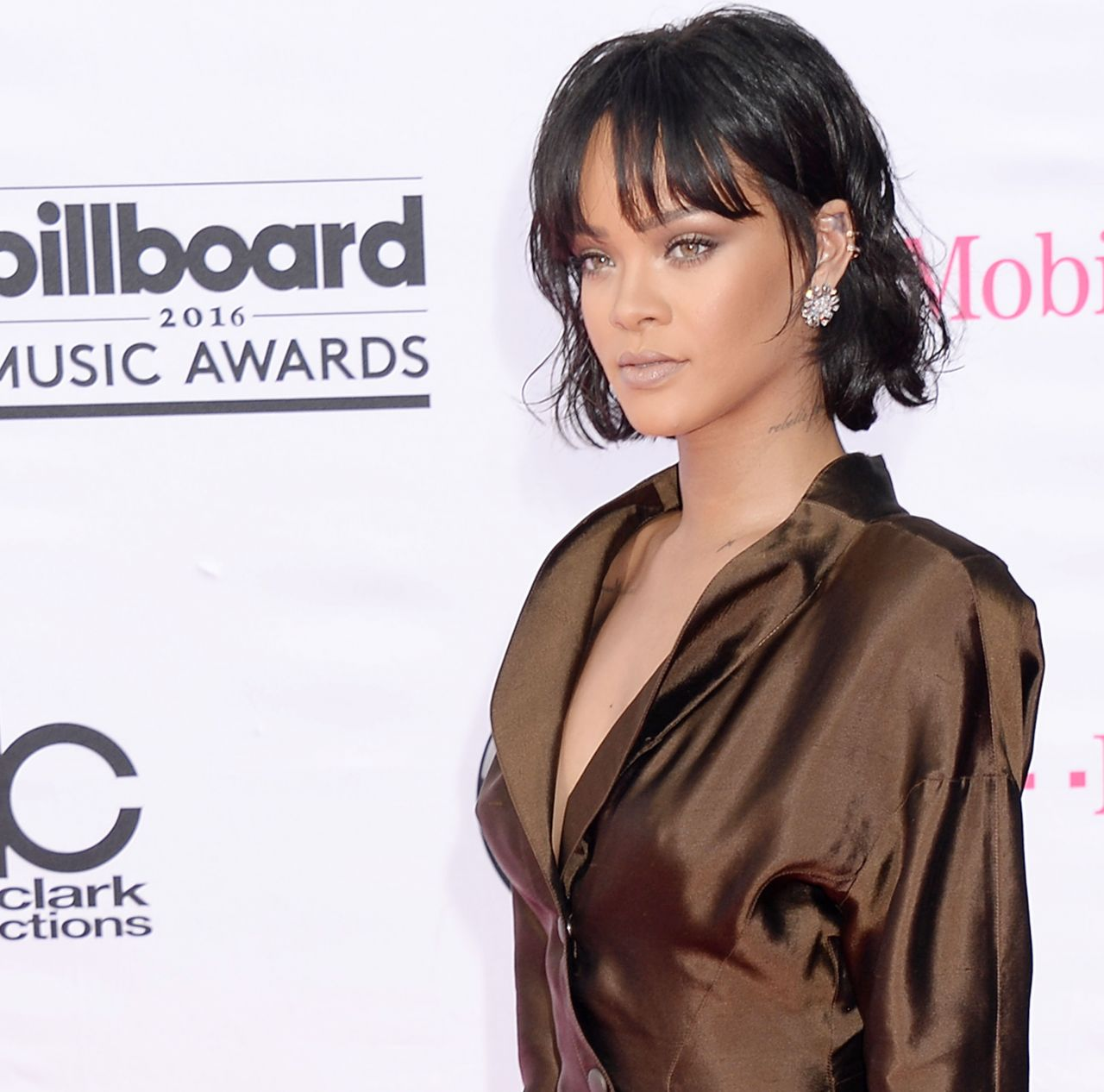 Rihanna wears a silk shirt dress to the Billboard Music Awards 2016